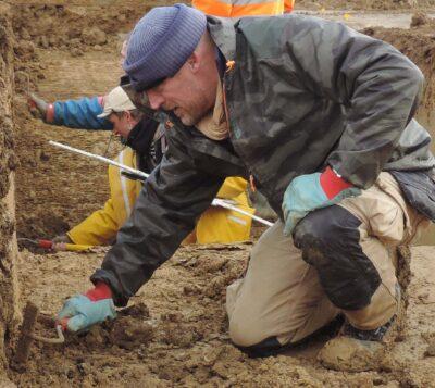 Vincent Carpentier sur un chantier de fouilles