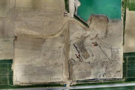 Vue aérienne du chantier de fouille d'Alizay en cours de décapage